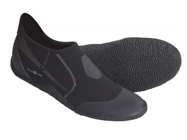 Обувь из неопрена, беруши и зажимы для носа